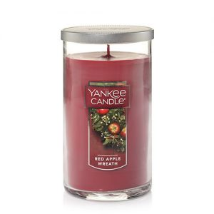 Red Apple Wreath Medium Perfect Pillar Candle